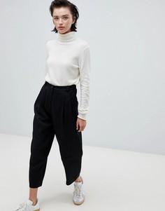 Черные брюки с плиссировкой Weekday - Черный