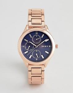 Розово-золотистые часы с синим циферблатом DKNY Woodhaven - Розовый