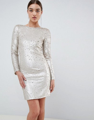 77a0efa7b30 Платье с открытой спиной и длинным рукавом в пол