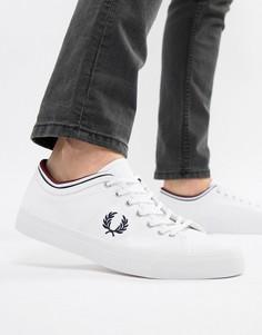 Белые парусиновые кроссовки с отделкой на манжете Fred Perry Kendrick - Белый