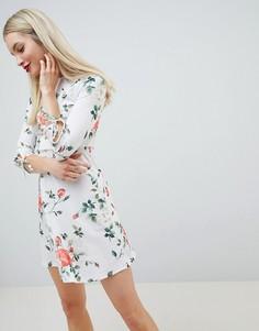 Короткое приталенное платье с цветочным принтом и рукавами 3/4 Lasula - Белый