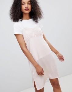 Платье на бретельках с кружевной отделкой Monki - Розовый