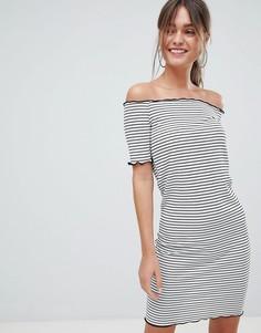 Платье мини в полоску со спущенными плечами PrettyLittleThing - Белый