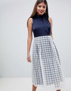Платье с юбкой в клетку и завязкой на шее Closet London - Темно-синий