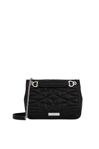 7f41d641f3fa Стеганая сумка Deliziosa от Furla выполнена из гладкой кожи черного цвета.  Широкий откидной клапан украшен фактурным узором.