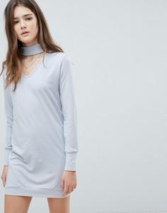 Платье-футболка с чокером Glamorous - Серый