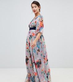 Платье макси с цветочным принтом, глубоким вырезом и кейпом Little Mistress Maternity - Мульти