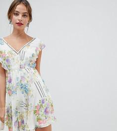 Платье мини с цветочным принтом, оборками и открытой спиной ASOS DESIGN Petite - Мульти