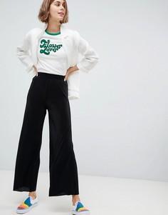 Укороченные брюки плиссе с широкими штанинами Monki - Черный
