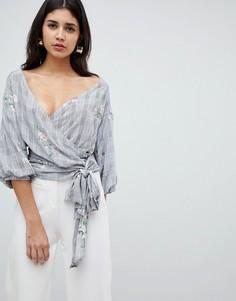 Рубашка с запахом и цветочной отделкой AX Paris - Черный