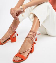 Босоножки на среднем каблуке с завязками QUPID - Оранжевый