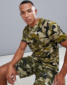 Футболка цвета хаки с камуфляжным принтом Nike Training 923524-209 - Зеленый