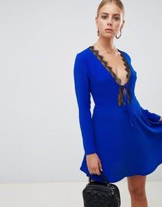 Короткое приталенное платье с кружевной отделкой Missguided - Синий