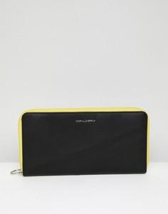 Черный кожаный дорожный кошелек с контрастной желтой отделкой ASOS DESIGN - Черный
