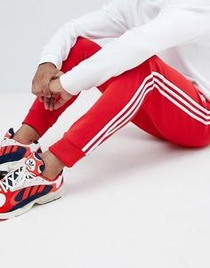 Красные облегающие джоггеры с тремя полосками adidas Originals DH5837 - Красный