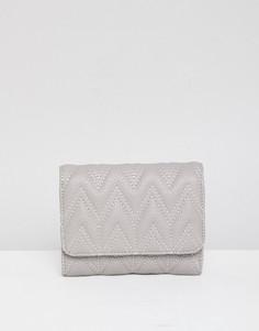 Стеганый кошелек с зигзагообразным узором ASOS DESIGN - Серый