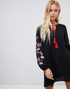 Свободное платье с вышивкой на рукавах Glamorous - Черный