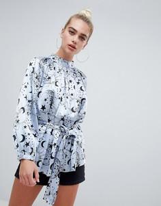 Атласная блузка с высоким воротом и принтом ASOS DESIGN - Мульти
