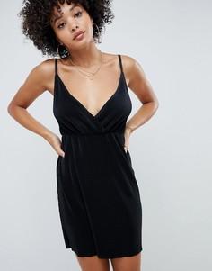 Плиссированное платье мини на бретелях с запахом ASOS DESIGN - Черный