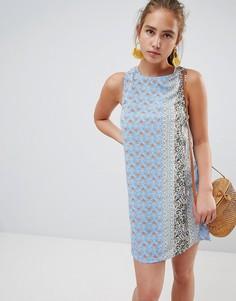 Платье А-силуэта с принтом и завязкой на спине Glamorous - Мульти