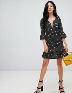 Платье мини из крепа в горошек и цветочек с V-образной вставкой ASOS DESIGN - Мульти