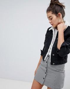 Выбеленная черная джинсовая куртка с воротником из искусственного меха ASOS DESIGN - Черный