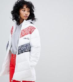 Дутая куртка с вышитым логотипом на груди и контрастными вставками пейсли Ellesse - Белый