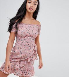 Платье с запахом на юбке и пестрым принтом Sisters Of The Tribe Petite - Розовый