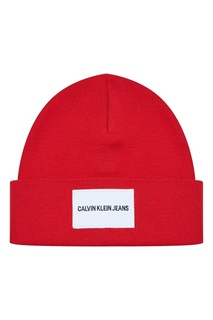 Красная шапка с логотипом Calvin Klein