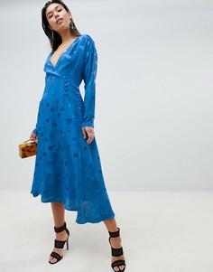 Жаккардовое платье макси с запахом и длинными рукавами ASOS DESIGN - Синий