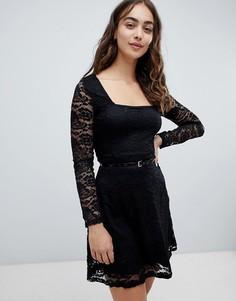 Короткое приталенное платье с длинными кружевными рукавами QED London - Синий
