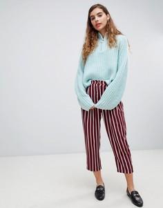Бордовые широкие брюки со складками и полосками Monki - Красный