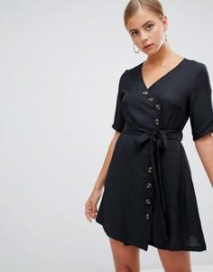 Черное платье мини с пуговицами и запахом Boohoo - Черный
