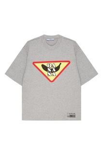 Серая футболка с принтом Prada