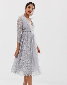 Кружевное платье миди для выпускного с длинными рукавами ASOS - Серый