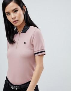 Розовая футболка-поло с виниловым воротником Fred Perry - Розовый