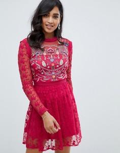 Короткое приталенное платье с вышивкой Frock And Frill - Красный