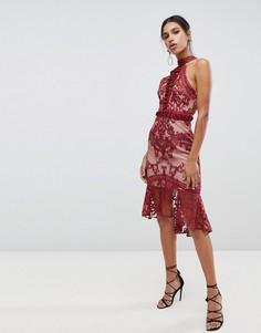 Кружевное платье-футляр ягодного цвета с баской и высоким воротом True Decadence - Красный