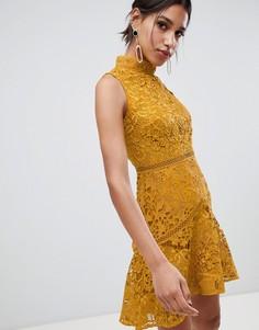 b19d8fee336 Кружевное короткое приталенное платье горчичного цвета без рукавов с  высоким воротом True Decadence - Желтый
