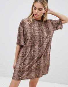 Платье-футболка со змеиным принтом ASOS DESIGN ultimate - Мульти