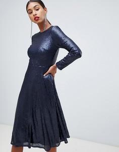 Темно-синее приталенное платье с длинными рукавами, пайетками и свободной юбкой TFNC - Темно-синий