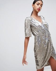 Платье мини золотистого цвета с запахом и пайетками TFNC - Золотой