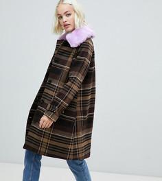 Коричневое пальто в клетку с воротником из искусственного меха Monki - Коричневый