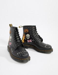 Черные ботинки с заклепками и 8 парами люверсов Dr Martens 1460 - Черный