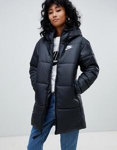 Длинная дутая куртка с небольшим логотипом Nike - Черный
