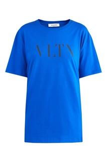 Синяя футболка с надписью VLTN Valentino