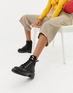 Походные ботинки на плоской подошве со шнуровкой New Look - Черный