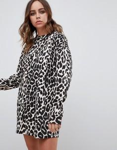 Платье-футболка с длинными рукавами и леопардовым принтом Motel - Мульти