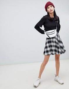 Плиссированная мини-юбка в клетку Monki - Серый