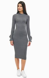 Серое платье с длинными рукавами Guess